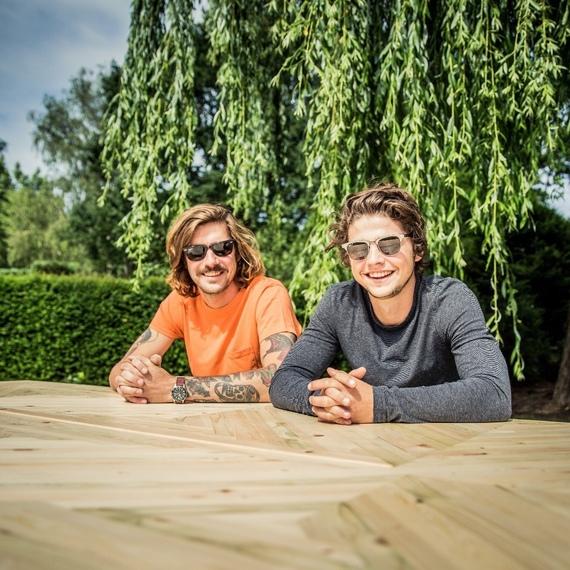 Davey & Birgen veilen zelfgemaakte tafel voor 1212
